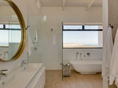 Bedroom 1 en-suite bathroom